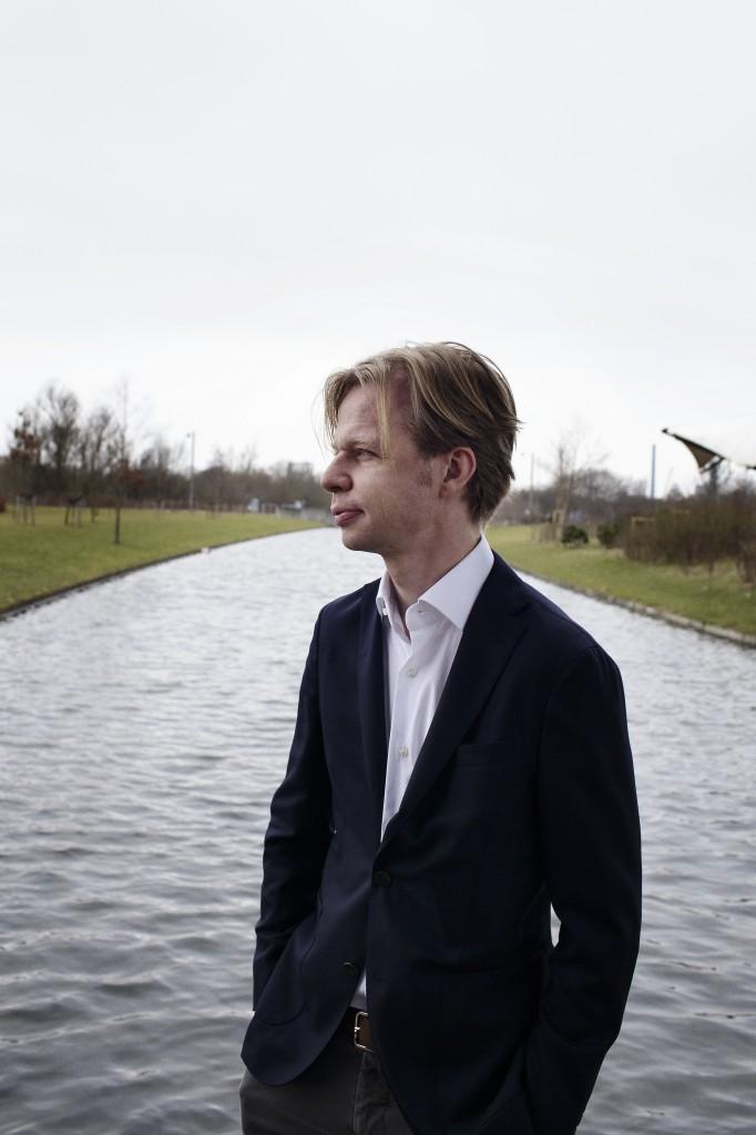 Clement Kjersgaard lancerede i 2002 det politiske og internationale magasin Ræson.