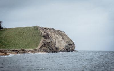 KunMors: Mediet på øen bag havet